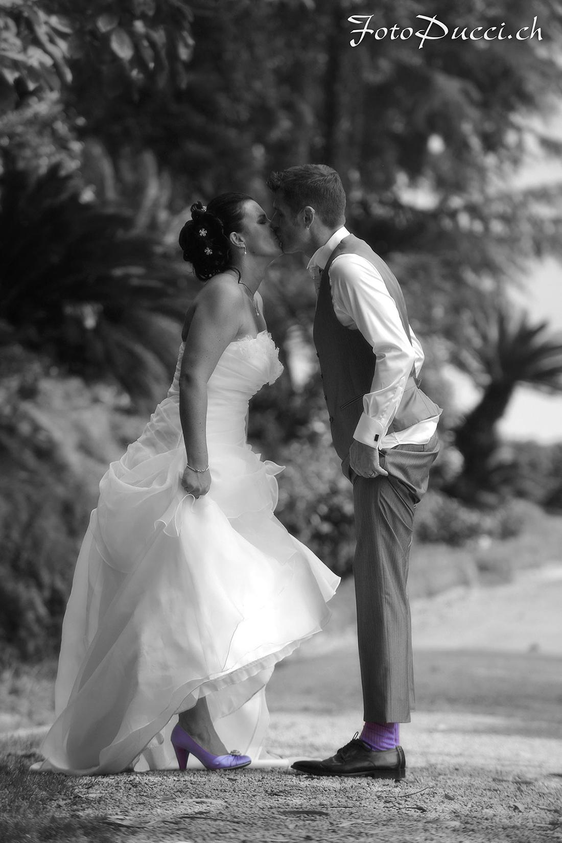 Coppia di sposi che si baciano