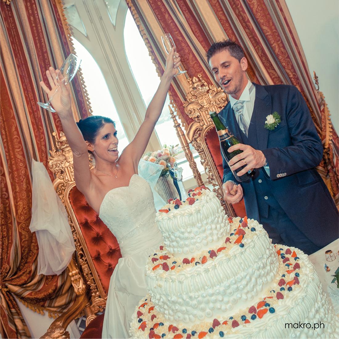 Brindisi sposi prima del taglio della torta nuziale
