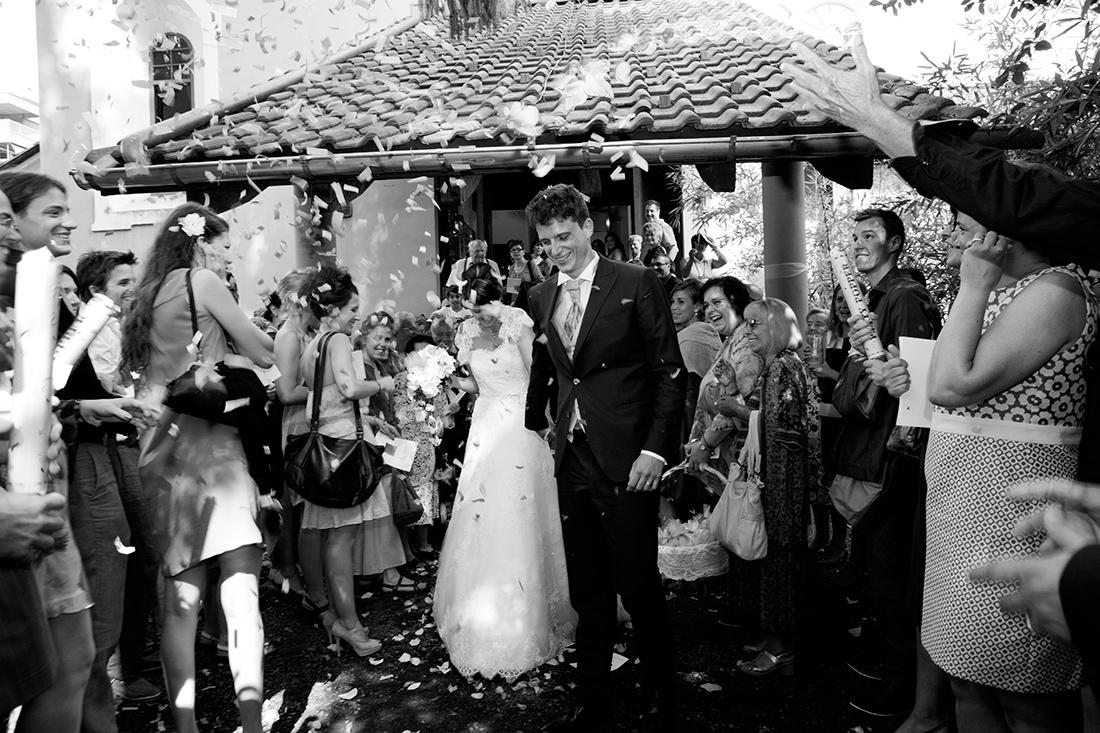 Lancio dei petali all'uscita degli sposi